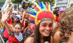 De índia, foliã apostou nos adereços coloridos Foto: Riotur / Divulgação
