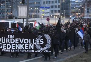 Simpatizantes da extrema-direita participam de manifestação em Dresden, na Alemanha Foto: MATTHIAS SCHUMANN / REUTERS/11-2-2017