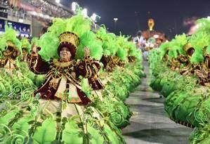 A Unidos de Padre Miguel é a grande campeã do Estandarte de Ouro dos desfiles da Série A Foto: Diego Mendes / Agência O Globo