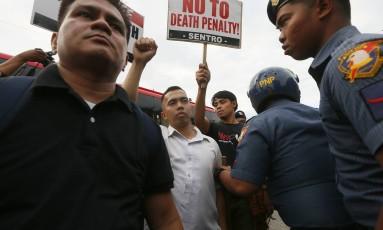 Manifestantes pedem o fim da guerra às drogas promovida por Duterte Foto: Bullit Marquez / AP