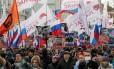 Milhares de pessoas foram às ruas de Moscou neste domingo no segundo aniversário do assassinato de Boris Nemtsov Foto: TATYANA MAKEYEVA / REUTERS