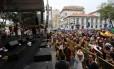 Cordão do Boitatá, na Praça XV Foto: Marcia Foletto / Agência O Globo
