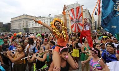 Muita animação e alegria no desfile do Boi Tolo no Centro do Rio Foto: Marcia Foletto / O Globo