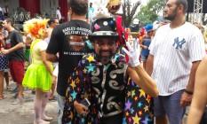 Folião no Boitatá pegou uma roupa de paquita, acrescentou adereços e, como em um passe de mágica, virou fantasia de... mágico. Foto: Kátia Gonçalves / Agência O Globo
