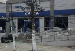 Fachada da agência, que teve o interior destruído Foto: Cleber Junior