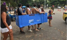 Próxima parada: Bangalafumenga! Quarteto fez sucesso com fantasia criativa no Aterro do Flamengo Foto: Twitter/Centro de Operações Rio