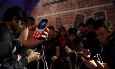 Nova versão do Nokia 3310, lançado na cerimônia de inauguração do Mobile World Congress, em Barcelona, Espanha. Foto: Paul Hanna/Reuters