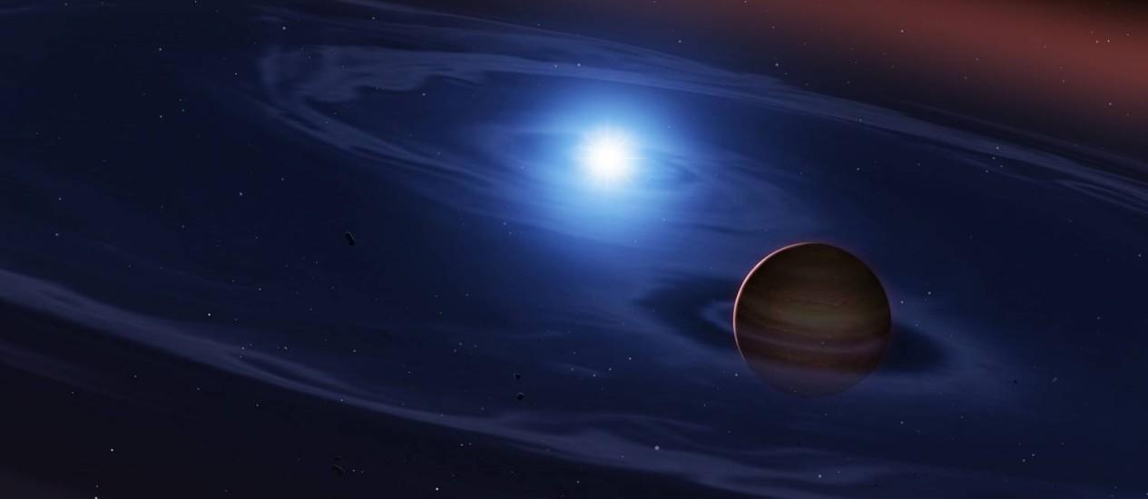 Ilustração mostra uma visão do sistema binário SDSS 1557 com sua anã branca, resto incandescente de uma estrela como o Sol, e a anã marrom, uma 'estrela fracassada' com cerca de 60 vezes a massa de Júpiter, do ponto de vista da superfície de um dos asteroides que as orbitam Foto: Mark Garlick/UCL/Universidade de Warwick/Universidade de Sheffield