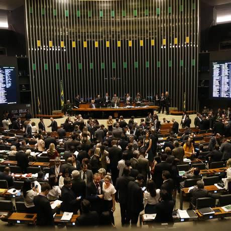 PMDB, partido com maior número de deputados, ficou com três comissões, assim como o PT, que tem a segunda maior bancada Foto: Ailton de Freitas / O Globo