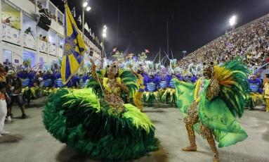 Giovanna, porta bandeira, do Paraíso do Tuiuti Foto: Fabio Rossi / Agência O Globo