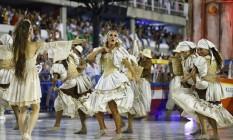 Ivete Sangalo com dançarinos da comissão de frente da Grande Rio Foto: Pablo Jacob / Pablo Jacob