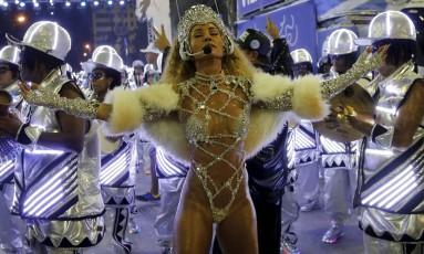 Desfile das escolas de samba do Grupo Especial. GRES Vila Isabel. Rainha de Bateria Sabrina Sato Foto: Fabio Rossi / Agência O Globo