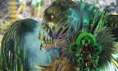 """A Imperatriz emociona o público, com """"Xingu, o clamor que vem da floresta"""" Foto: Alexandre Cassiano / Agência O Globo"""