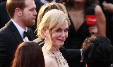 São câmeras e flashes para todos os lados, para que ninguém perca nada da maior festa do cinema do ano. Mas nem tudo é imagem oficial e linda para se colocar nas galerias dos tapetes vermelhos. Reunimos aqui os melhores flagras do Oscar 2017, que mostram estrelas se divertindo e sendo gente como a gente. Quem nunca saiu fazendo careta sem querer numa foto, como Nicole Kidman? Foto: TOMMASO BODDI / AFP