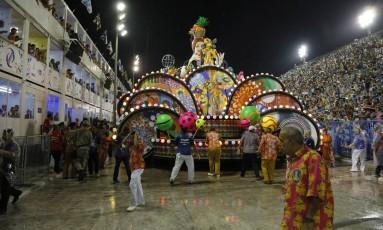 O carro alegórico da Paraíso do Tuiuti envolvido no acidente na Sapucaí Foto: Fabio Rossi - 26/02/2017 / Agência O Globo