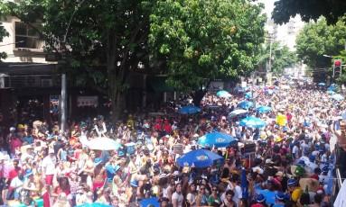 Multidão toma conta da rua Dias Ferreira no Leblon Foto: 27/02/2017 / O Globo/ Pedro Amaral