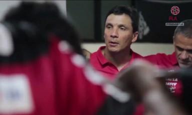 Zé Ricardo fala com os jogadores do Fla após vitória sobre o Vasco Foto: Reprodução