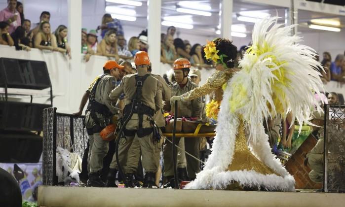 Resultado de imagem para Acidente durante desfile da Unidos da Tijuca deixa 20 feridos