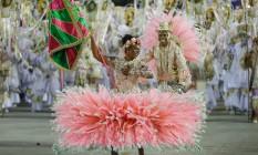 Mangueira leva à Avenida a mistura de entidades religiosas brasileiras Foto: Guito Moreto / Agência O Globo