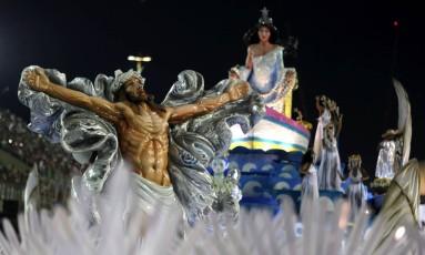 Mangueira leva à Sapucaí a mistura religiosa Foto: Fabiano Rocha / Agência O Globo