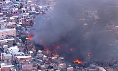 Considerada uma das maiores do país, Paraisópolis fica na região nobre do Morumbi Foto: TV Globo / Reprodução