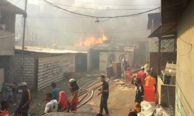Considerada uma das maiores do país, Paraisópolis é atinga por incêndio