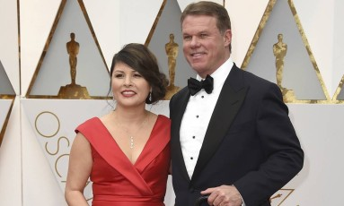 Martha Ruiz e Brian Cullinan: segundo a Academia, os responsáveis pelo erro no Oscar Foto: Jordan Strauss/Invision/AP