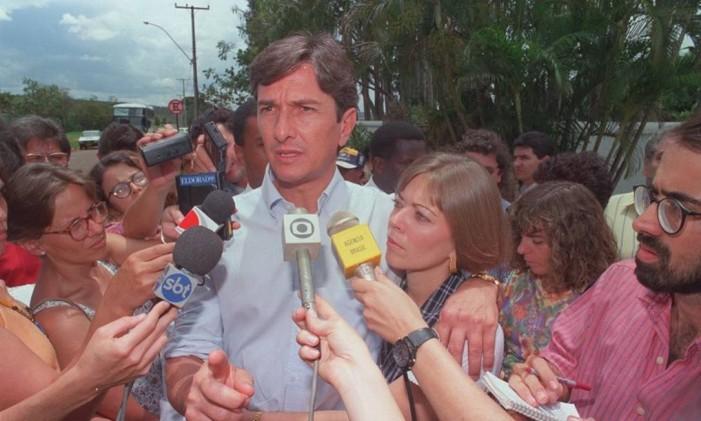 Ex-presidente Fernando Collor e a mulher Rosane erm frente a casa da dinda, em 1993 Foto: Gustavo Miranda / O Globo