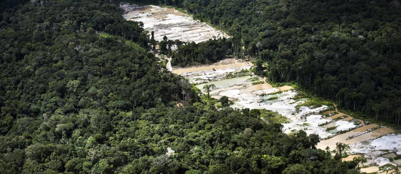 Em voo aéreo, Greenpeace encontrou exploração mineral não autorizada na Floresta Nacional de Urupadi Foto: Divulgação / Daniel Beltrá/ Greenpeace