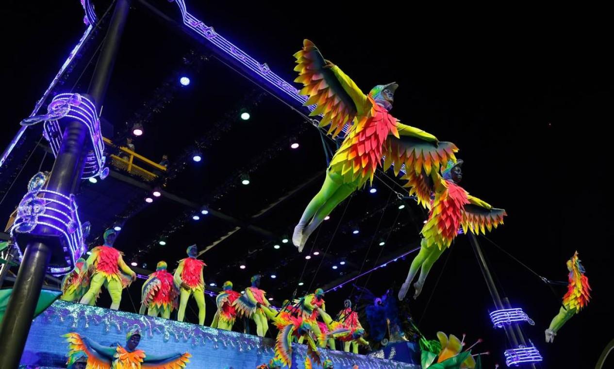 Em 2017, Paulo Barros ajudou a quebrar o jejum de 33 anos da Portela, maior campeã do carnaval Foto: Guito Moreto / Agência O Globo