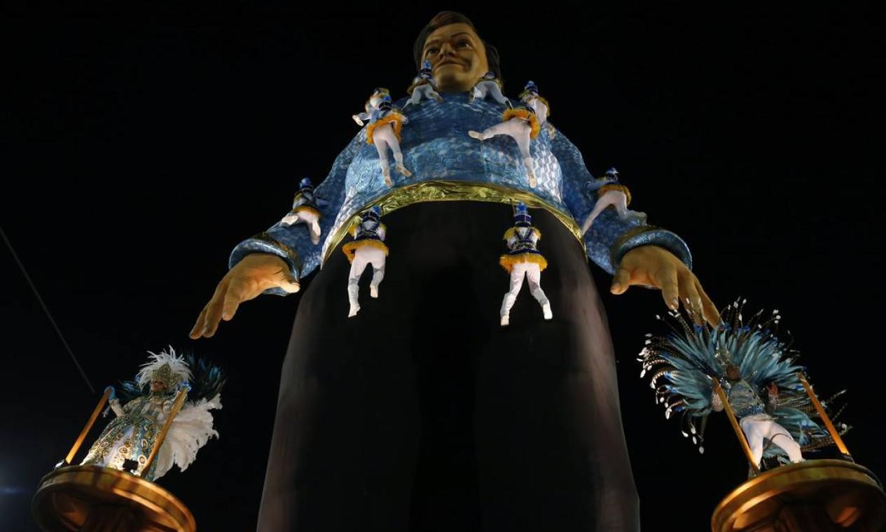 Paulo Barros conseguiu imprimir sua marca logo de cara na Portela em 2016, seu primeiro ano como carnavalesco da azul e branco Foto: Gabriel de Paiva / Agência O Globo