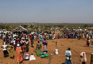 Refugiados sul sudaneses em reassentamento Bidi Bidi, na fronteira ao norte de Uganda Foto: JAMES AKENA / REUTERS