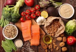 Dar preferência para alimentos in natura e minimamente processados melhora a saúde e o bem-estar Foto: Fotolia