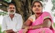 A jovem e seu pai: casamento arranjado terminou em tráfico e prostituição
