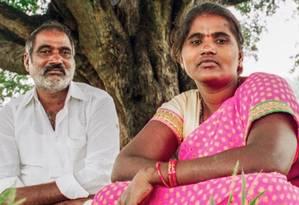 A jovem e seu pai: casamento arranjado terminou em tráfico e prostituição Foto: Reprodução