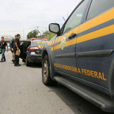 Agentes durante operação da Polícia Rodoviária Federal (PRF) Foto: Divulgação / PRF