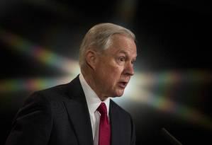 Sessions fala durante evento no Departamento de Justiça Foto: ZACH GIBSON / AFP