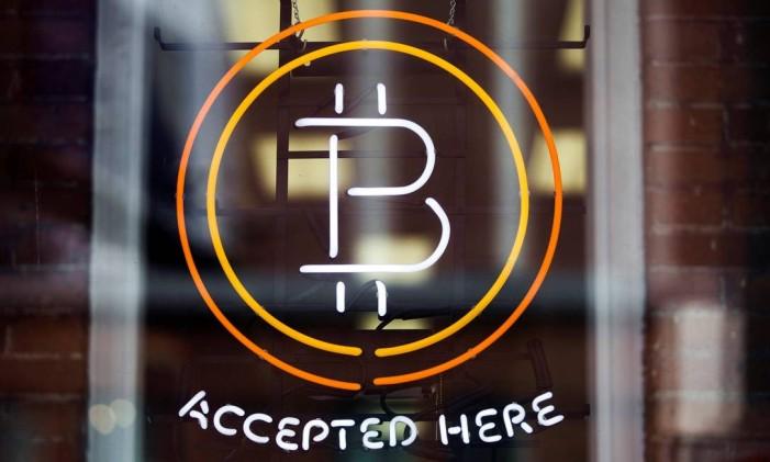 Símbolo do bitcoin em Toronto, no Canadá/Mark Blinch Foto: Mark Blinch / Reuters