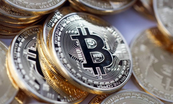 Moeda digital bitcoin. Foto: Chris Ratcliffe / Bloomberg