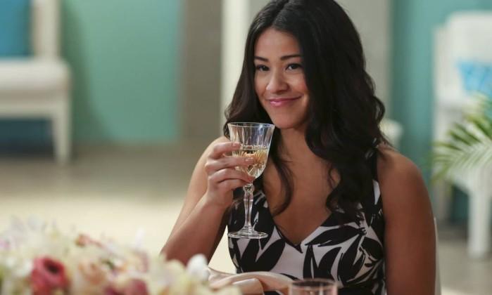 Netflix confirma reboot animado com Gina Rodriguez e Finn Wolfhard — Carmen Sandiego
