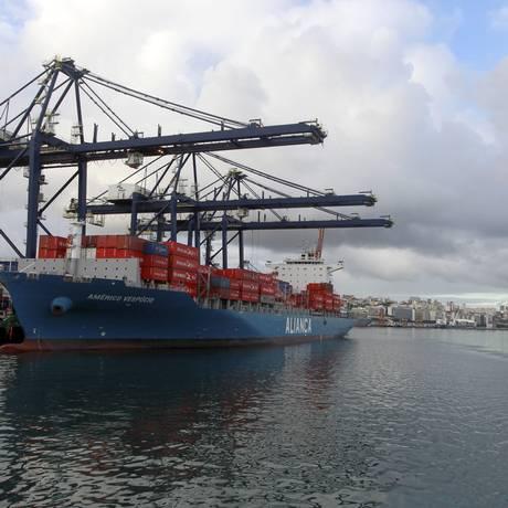 Cabotagem é um dos setores com oportunidades. Na foto, o Porto de Salvador Foto: Domingos Peixoto