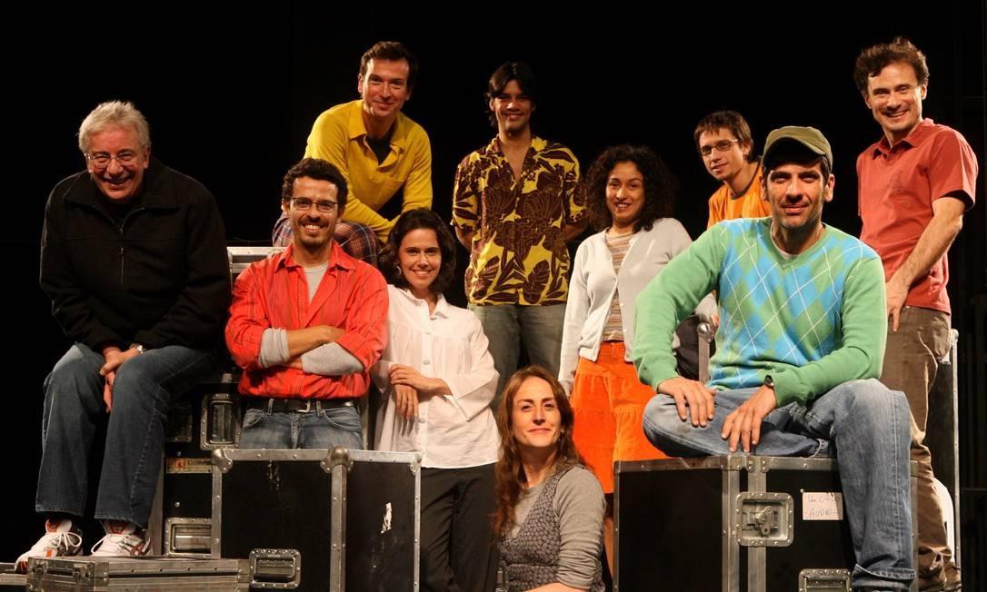 Em 2007, com integrantes da Cia. dos Atores para a remontagem da peça 'O Bem Amado', sob direção de Enrique Diaz Foto: Ana Branco