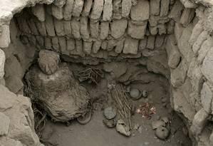 Múmia da cultura amazônica Wari batizada 'A dama da máscara', encontrada por arqueólogos peruanos: indígenas acreditavam que o cadáver é o lembrete mais poderoso da pessoa morta, então deve ser comido Foto: Paolo Aguiar/EFE