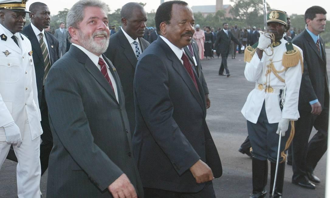 CAMARÕES. Custo anual da embaixada brasileira: R$ 4,55 milhões.   Lula foi recebido em Iaundé, capital camaronesa, pelo presidente do país africano, Paul Biya, em 10 de abril de 2005. Foto: Ailton de Freitas / Agência O Globo
