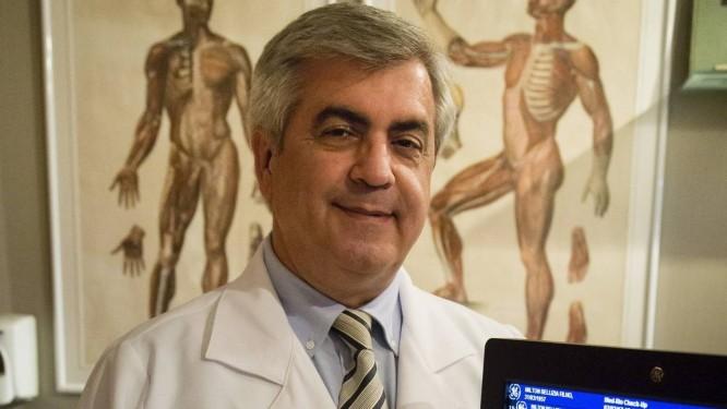 """O médico Gilberto Ururahy diz que condecorações vão materializar a sua vida franco-brasileira: """"É um reconhecimento"""" Foto: Agência O Globo"""
