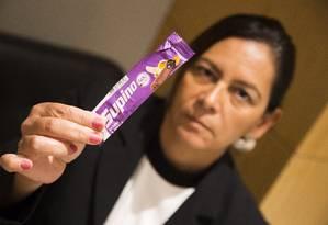 """Patricia Legey ficou indignada com a resposta da empresa a sua reclamação sobre resíduo achado na barra de banana Supino: trataram """"como se fosse normal"""" Foto: Barbara Lopes"""
