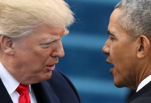 Trump e Obama durante a cerimônia de posse do novo presidente em janeiro Foto: Carlos Barria / Reuters / REUTERS