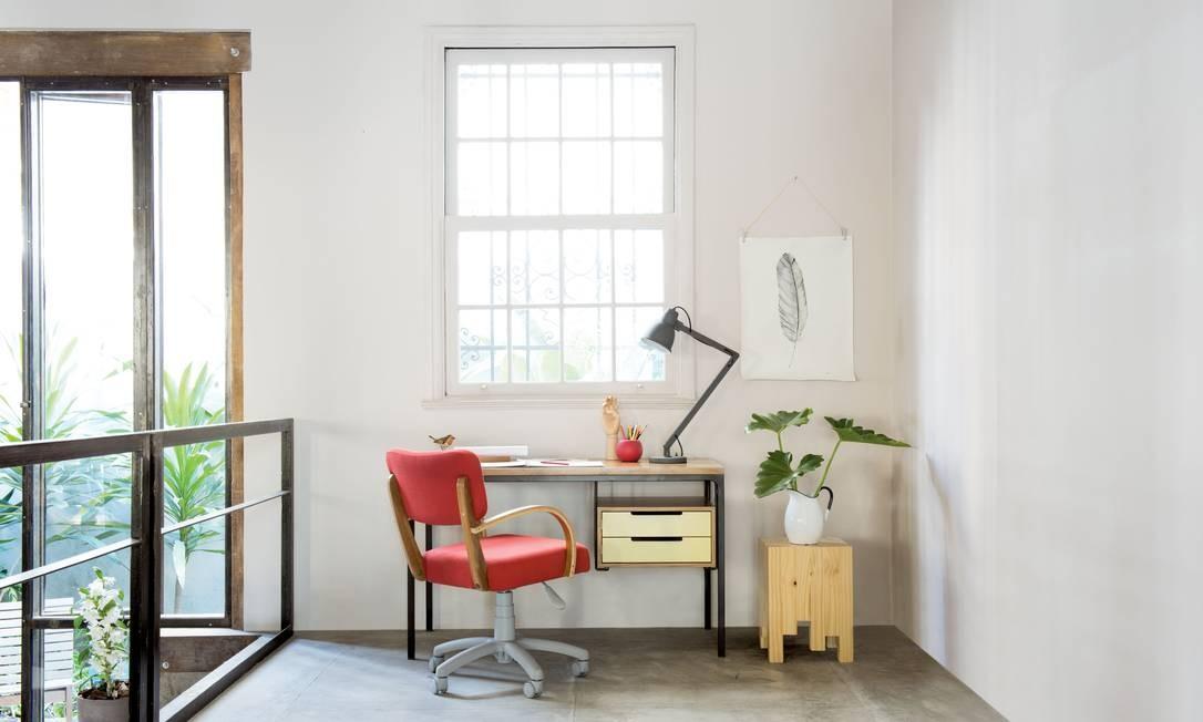 Janelas amplas, muito branco e móveis minimalistas e de alta qualidade: esses são alguns dos elementos do design escandinavo. Na foto, ambiente da loja FJ Pronto Pra Levar Divulgação