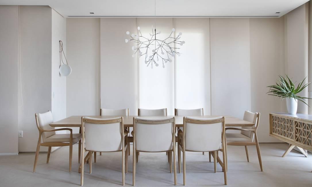A arquiteta Patricia Martinez inspirou-se no estilo neste projeto de sala de jantar, em que tons neutros dão a ordem Denilson Machado