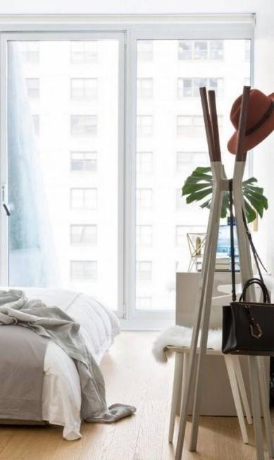 Detalhe do quarto em Nova York: linhas retas marcam o estilo Divulgação